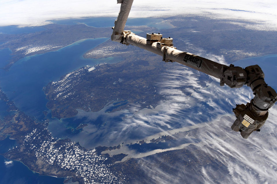 Michigan astronaut shares beautiful photo of home state, Great Lakes from space