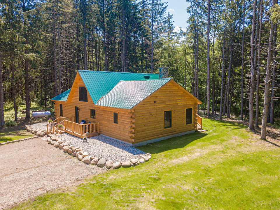 For sale in Upstate NY: $364,900 log style home overlooking Salmon River