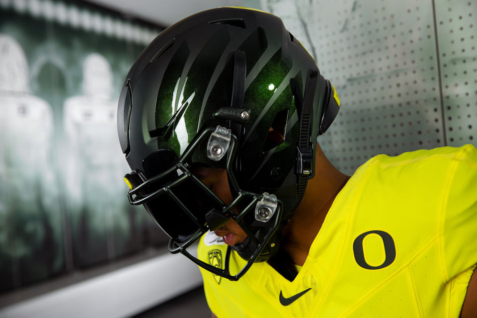 sports shoes 49bc1 0119c Oregon Ducks to wear yellow uniforms, 'nightmare' green ...