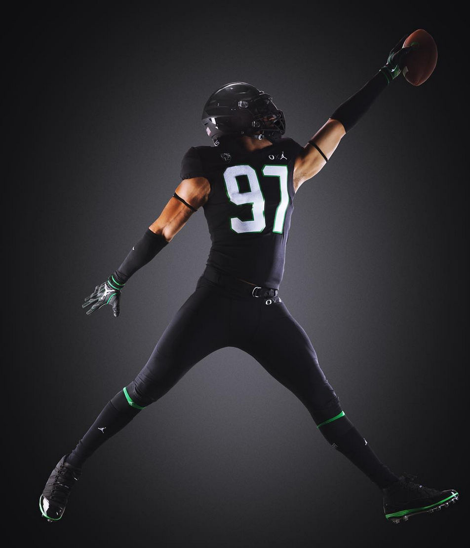 hot sale online 76a31 632a7 Oregon Ducks to wear all black Jordan brand uniforms vs ...