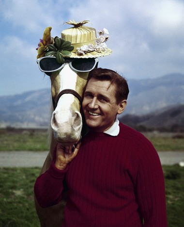 """In this March 22, 1962, file photo, actor Alan Young poses with the """"Mister Ed,"""" horse."""