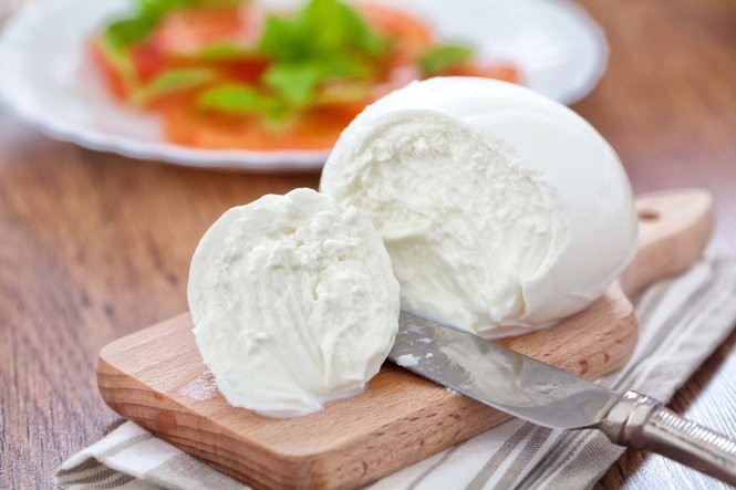 Delicious changes to your diet can be good for your blood pressure, too. For example, fresh mozzarella is a lower-salt option. (istock)