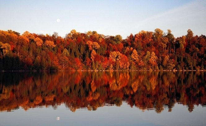 Green Lakes State Park in Fayetteville during fall.