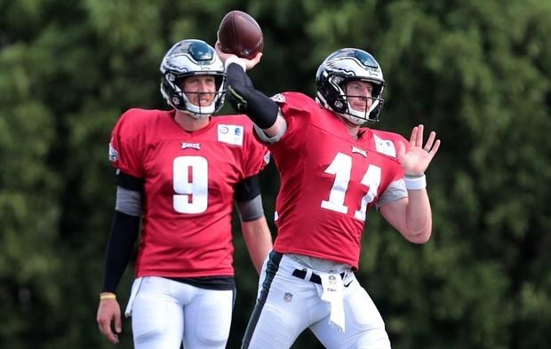 best sneakers 623b2 918e5 10 injuries impacting Eagles' sluggish start | Carson Wentz ...