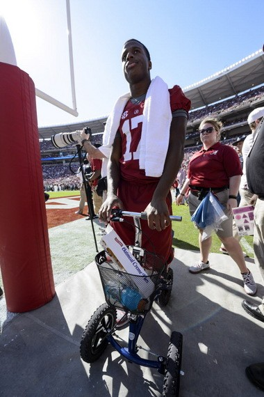 Alabama running back Kenyan Drake (17) works around the field on his scooter Oct. 18.