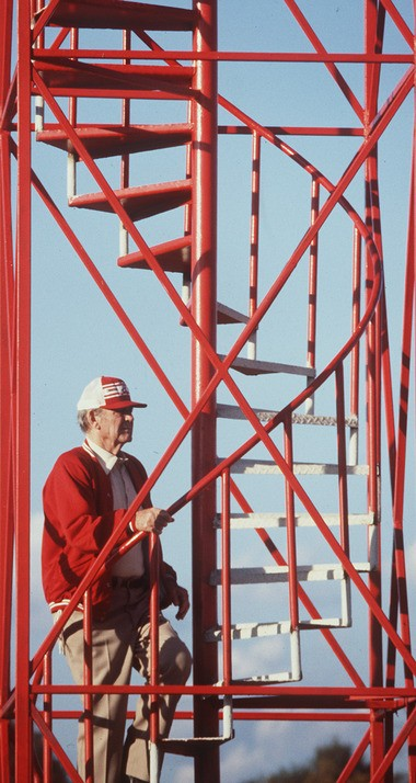 """University of Alabama football coach Paul """"Bear"""" Bryant climbs the tower above the practice fields in Tuscaloosa in 1981. (The Birmingham News/Robert Adams)"""