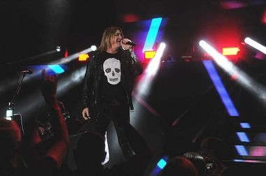 Joe Elliott of Def Leppard perfects the stance at the Tuscaloosa Amphitheater on Tuesday, May 2, 2017. (Ben Flanagan/AL.com)