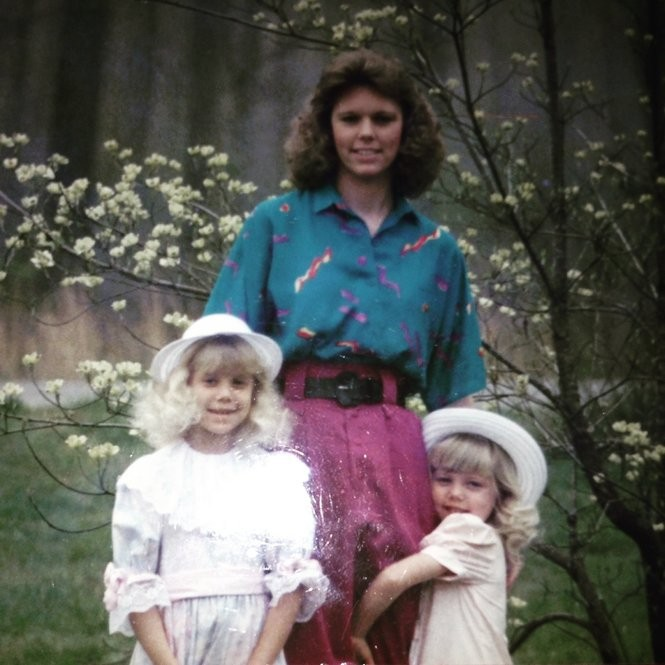 The sisters with their mother, who died of lobular breast cancer at age 38.