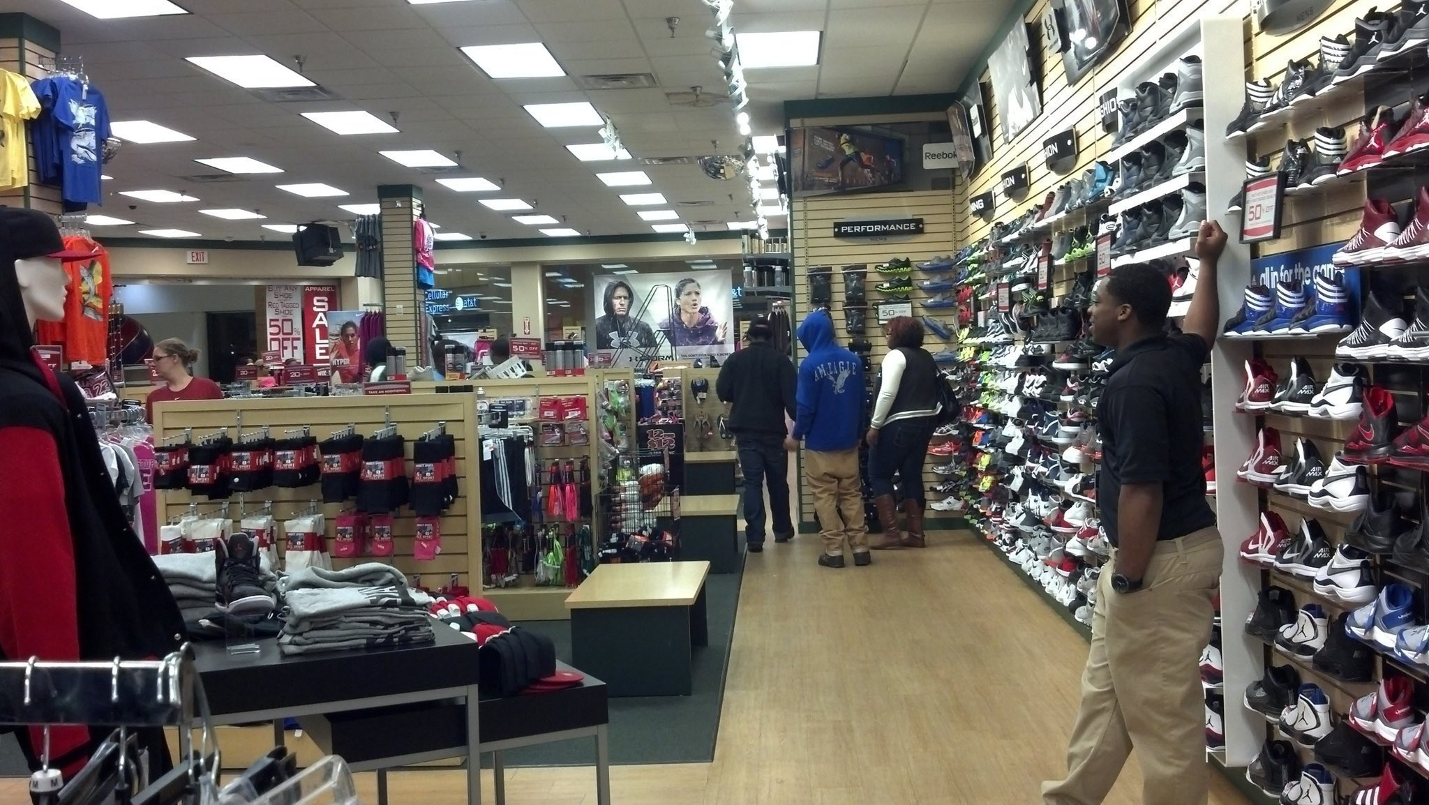 Madison Square Mall Employees Say Black Friday Business Strong But In Waves Al Com