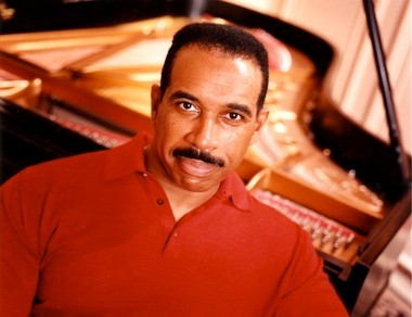 Pianist Leon Bates