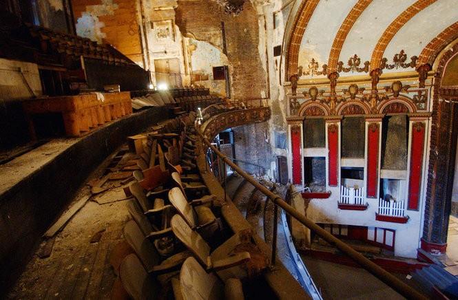 Inside the Lyric Theatre, fall 2007. (Tamika Moore   tmoore@al.com)