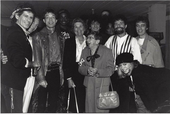 Before the Rolling Stones performed at Legion Field in 1989, Frances Leavell, mother of Chuck Leavell, posed for a photo with the band. From left: Keith Richards, Charlie Watts, Mick Jagger, Bernard Fowler, a Leavell family friend, Frances Leavell, Ronnie Wood, Cindy Mizelle, Chuck Leavell, Bill Wyman, Jo Wood (Courtesy of Chuck Leavell)