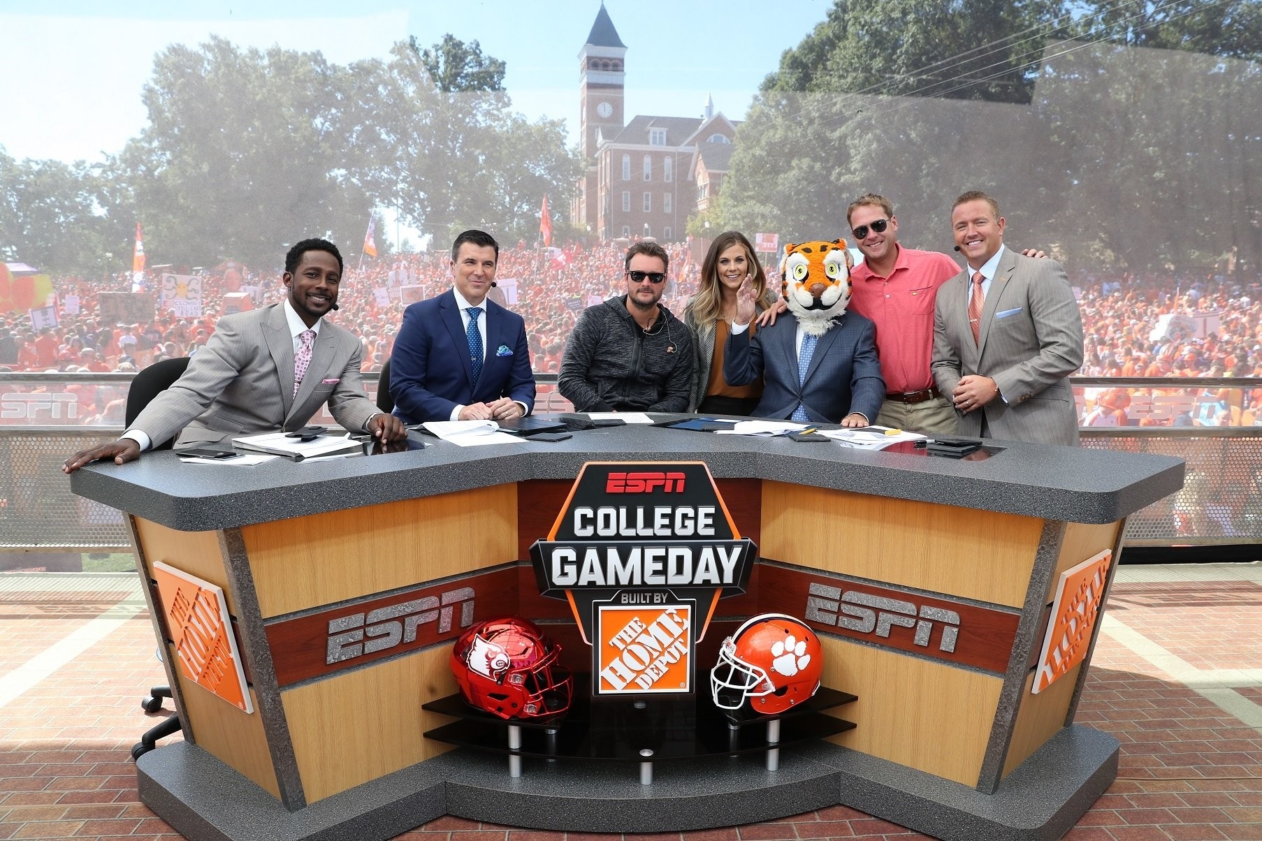 A Glimpse Inside The World Of Espn College Football Analysts Al Com