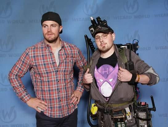 Ryan E. Kemp has some fun with Stephen Amell (Green Arrow in Arrow) by sporting a Hawkeye shirt during a photo-op.