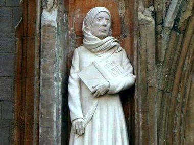 A statue of Julian of Norwich. (www.discerninghearts.com)