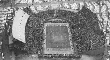 The Legion Field upper deck, which was finished before the Alabama-Tennessee game in 1961, sits empty because it did not pass a safety inspection before the game. Displaced fans sat in folding chairs that rimmed the field. (Birmingham News file)