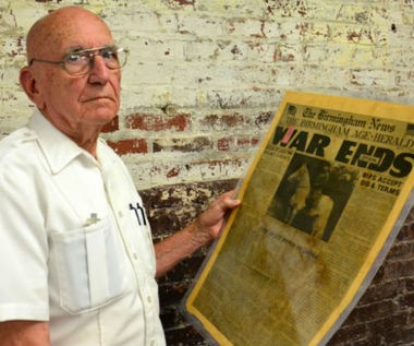 Joe Jackson with his treasured newspaper from Aug. 15, 1945 (Jon Reed/jreed@al.com)