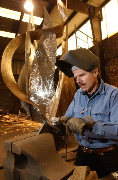 Branko Medenica works in steel and bronze to create another flame-shaped sculpture for Fort Mitchell in 2002. (Hal Yeager/The Birmingham News/ALcom/Alabama Media Group)