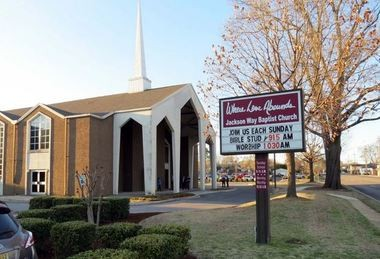 What percentage of Alabamians identify as Baptist?