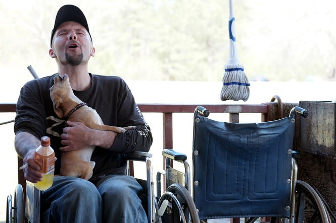 Desmond Spencer, 39, howls with one of his mother's dogs in Beaverton, Alabama. MUST CREDIT: Washington Post photo by Bonnie Jo Mount.