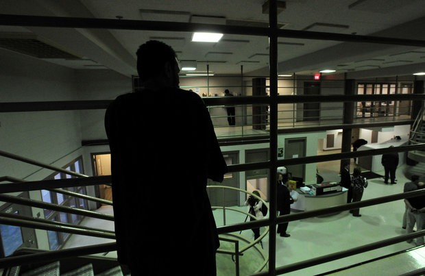 A prisoner looks out over the common area (Eric Schultz / eschultz@al.com)