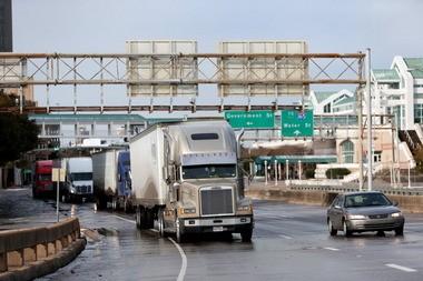 Drivers travel I-10 near the Wallace Tunnel in Mobile. (Sharon Steinmann/ssteinmann@al.com)