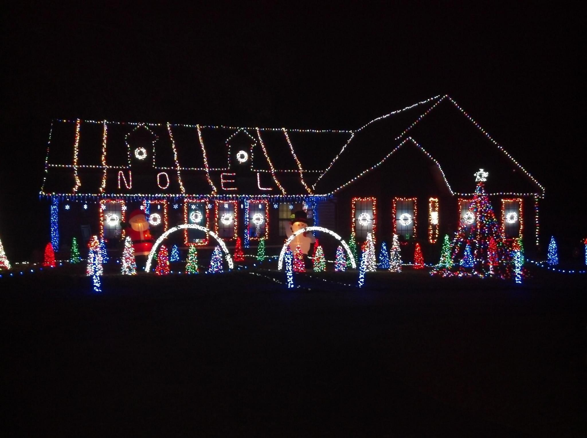 Christmas Lights Hoover Al 2021 Hoover Home Wins The Prize For The Merriest Holiday Lights Display In Alabama Photo Gallery Al Com
