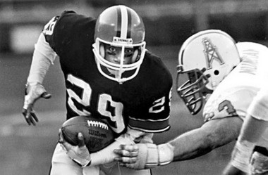 Cleveland Browns cornerback Hanford Dixon returns one of the five interceptions that he made against the Houston Oilers during his NFL career. (AP Photo)