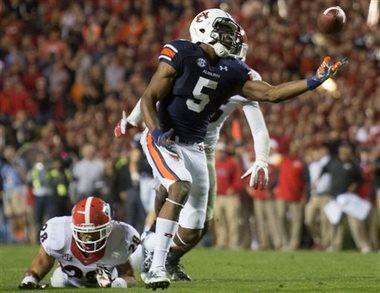 Ricardo Louis makes his stunning winning touchdown catch for Auburn to beat Georgia. (The Associated Press)