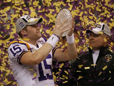 Matt Flynn and Les Miles celebrate LSU's BCS championship game win in 2008 over Ohio State.
