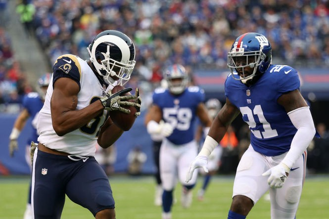 Los Angeles Rams tight end Gerald Everett catches a pass against the New York Giants during an NFL game on Nov. 5, 2017, at MetLife Stadium in East Rutherford, N.J.