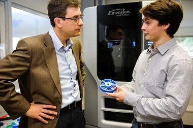 Andrew Graettinger (left), 3-D Printing Lab director and associate professor in the department of civil, construction and environmental engineering, talks with Jarr Strydom, lab assistant and freshman in mechanical engineering from Alpharetta, Ga. (UA)