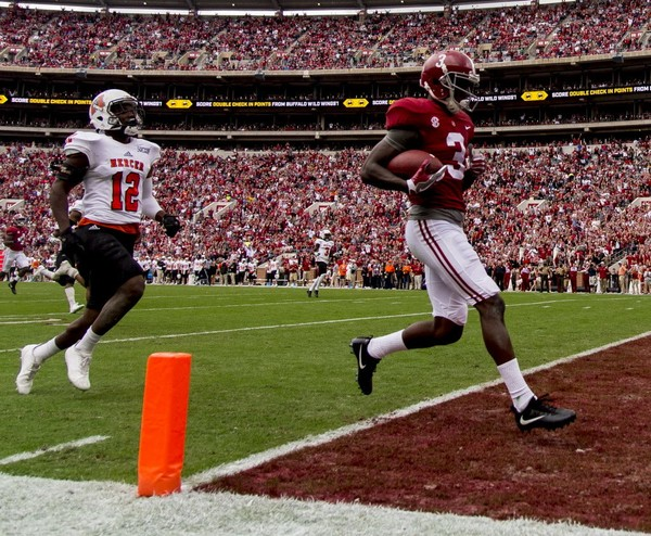 Alabama wide receiver Calvin Ridley (3) scores on a long pass during the first half of the Alabama vs. Mercer football game.