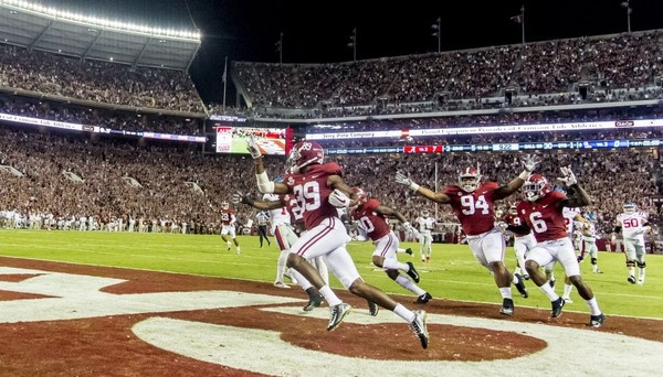 Levi Wallace (39) returned an interception for a touchdown during Alabama's win over Ole Miss last season.