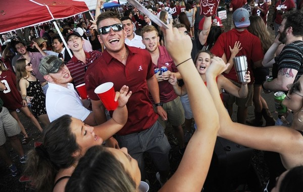 What does everyone else think about Alabama football fans? You might not care, but that doesn't mean we didn't ask. (Ben Flanagan/AL.com)