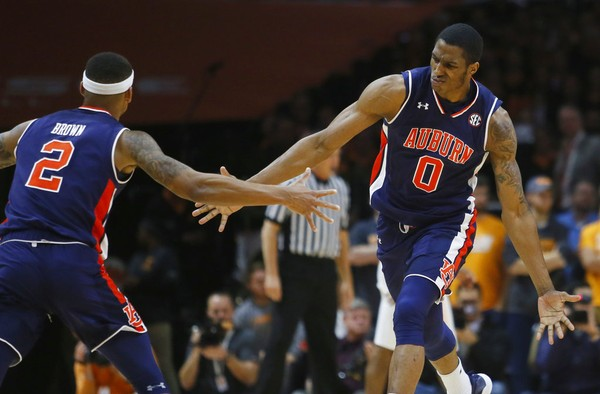 Auburn Basketball Wins Sec Opener At No 23 Tennessee
