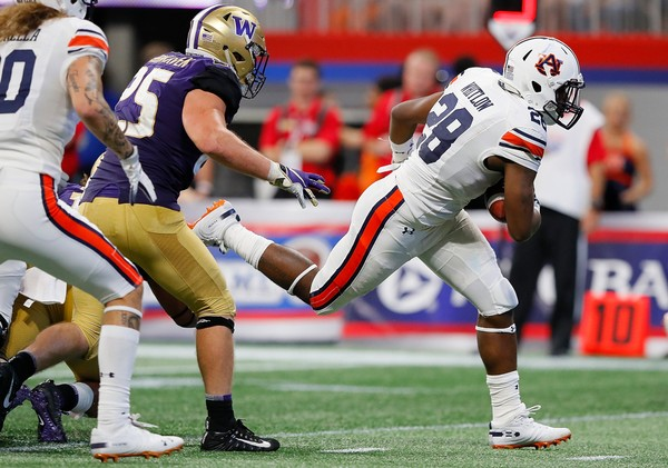 Auburn running back JaTarvious Whitlow scores the go-ahead touchdown in the fourth quarter of Auburn's 21-16 win against Washington in Atlanta's Mercedes-Benz Stadium. (Kevin C. Cox/Getty Images)