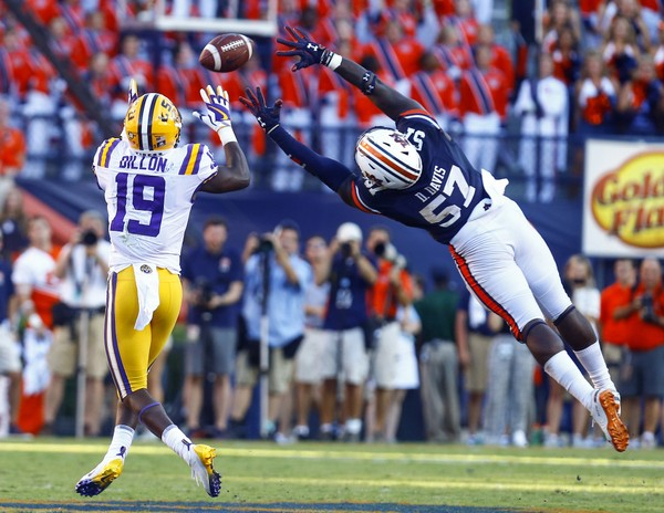 71a6d6b26 LSU wide receiver Derrick Dillon (19) catches a pass over the outstretched  arms of