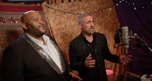 """""""American Idol"""" winners Ruben Studdard, left, and Taylor Hicks perform on the May 21, 2018, episode of """"Jimmy Kimmel Live!"""" (ABC screenshot from """"Where Are They Now?"""" segment)"""