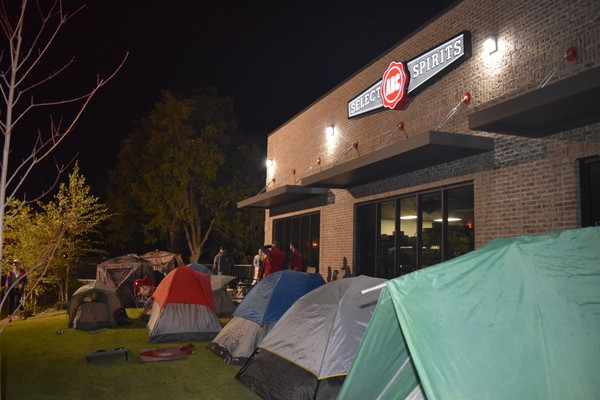 Bourbon fans c& out in front of the ABC liquor store on Lurleen Wallace Boulevard in & Itu0027s insaneu0027: Inside the all-night campout for Pappy Van Winkle ...