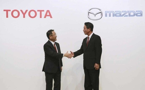 Toyota Corp. President Akio Toyoda, left, shakes hands with Mazda Motor Corp. President and Chief Executive Officer Masmichi Kogai shake hands in Montgomery Jan. 10, 2018 after they announced Alabama is the winner of their new joint plant. (File)