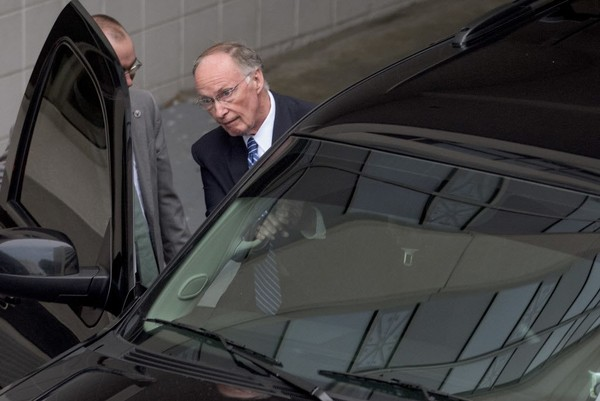 Ex-Alabama Gov. Robert Bentley exits out of the back of the RSA Union Building in Montgomery, Ala., amid the 2017 investigation that led to his resignation from the governor's office. (Mickey Welsh/The Montgomery Advertiser via AP)