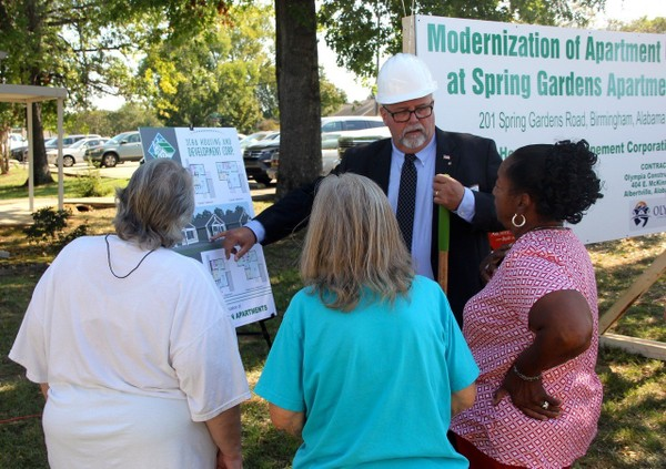 Jefferson County Housing Authority Executive Director Ken Vaughan shows plans for new apartments to Spring Gardens residents.