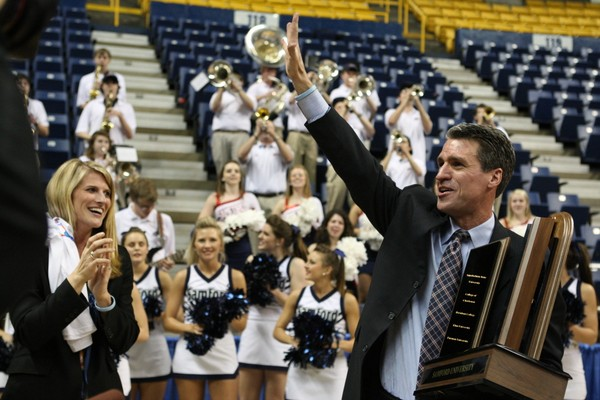 Samford head women's basketball coach Mike Morris announced his retirement from coaching Monday evening.