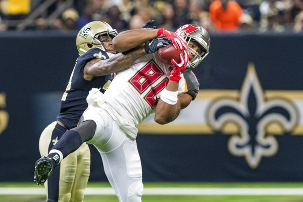 Tampa Bay Buccaneers tight end O.J. Howard catches a pass during an NFL game against the New Orleans Saints on Sunday, Sept. 9, 2018.