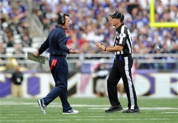Houston Texans coach Gary Kubiak speaks with field judge Scott Edwards  during an NFL game against 42da38f43