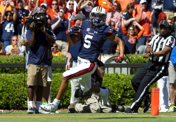 Auburn wide receiver Anthony Schwartz (5) runs in a 76-yard touchdown reception during the first half of an NCAA college football game against Tennessee, Saturday, Oct. 13, 2018, in Auburn, Ala. (Vasha Hunt)