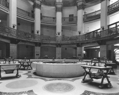 A 1938 photo of the interior of the Cleveland Trust Rotunda.