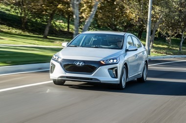In addition to the Hyundai Ioniq EV, the mid-sized sedan will be offered in two hybrid versions.