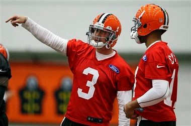 Cleveland Browns quarterback Jason Campbell is helping Brandon Weeden, but also will be given a fair shot to beat him out.